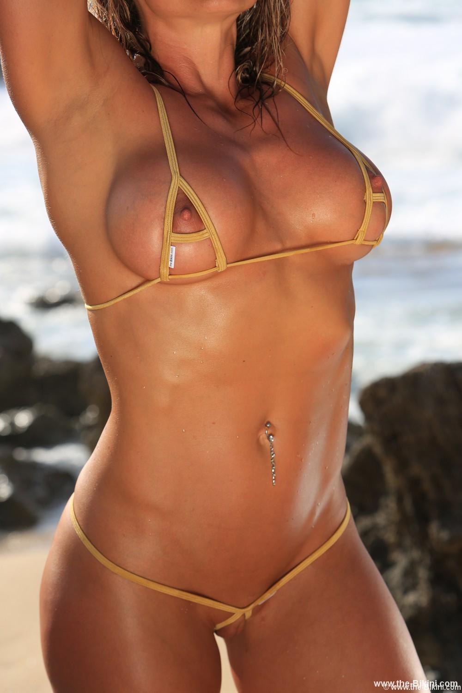 free-sexy-bikini-girl-pics